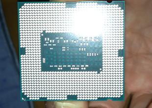 CPU裏面